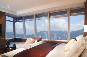 Carlton Suite - Victoria Harbour avec sa vue à 180 degrés sur la ville. (Ritz-Carlton Hong Kong)