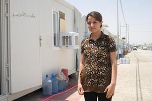 Sandy, 17 ans, révise son bac dans un préfabriqué du camp Ankawa 2 à Erbil.