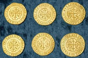 Les 9 pièces très précieuses @1715 Treasure Fleet - Queens Jewels