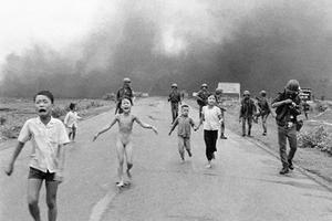 Cette photo de Nick Ut prise en 1972 a fait le tour du monde et figure désormais dans les livres d'histoire.