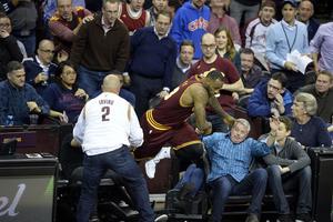 NBA: LeBron James envoie une spectatrice à l'hôpital