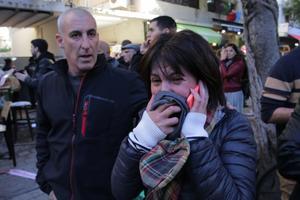Une femme en pleurs après la fusillade ayant fait au moins deux morts dans le centre de Tel-Aviv.