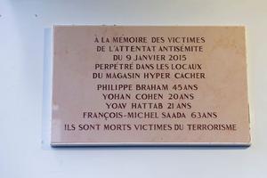 La plaque commémorative dévoilée la semaine du 4 janvier 2016.