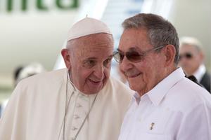 Raul Castro en compagnie du pape François lors de la visite de ce dernier à Cuba en septembre 2015.