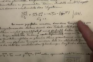 Document originel, conservé à Jérusalem, dans lequel Einstein a prédit l'existence des ondes gravitationnelles.