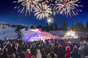 3 000 skieurs pour la plus longue descente aux flambeaux. Black Bedroom Furniture Sets. Home Design Ideas