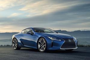 Après le V8 à Detroit, le coupé Lexus LC accueille une motorisation hybride à Genève.