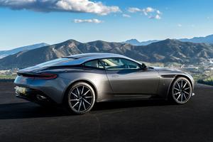 Avec la DB11, Aston Martin ouvre une nouvelle page. Le style évolue dans le bon sens et l'inédit V12 5,2 litres biturbo délivre 600 ch.