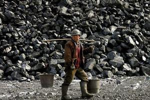 1,8 million d'emplois dans les industries houillères et sidérurgiques devraient disparaître, selon le gouvernement chinois. Crédits Photo: © Reuters Photographer