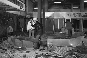 Les pompiers à l'aéroport d'Ajaccio en 1981.