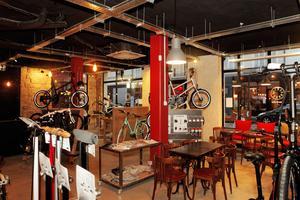 Le vélo-café Jour de Vélo réparre en moyenne trois à quatre vélos par jour. Crédits Photo: Jour de Vélo.