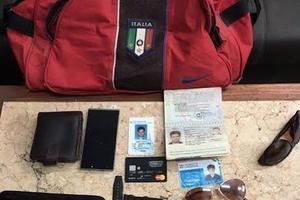 Les effets personnels de Giulio Regeni, selon la police retrouvés jeudi dans les affaires du gang.