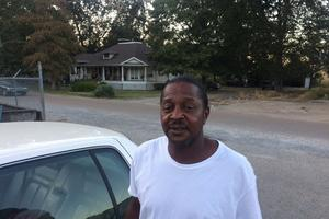 Roy, un afro-américain de 48 ans, habite à Elaine.