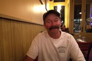Jordan Pollack, pompier et membre de la coopérative de Deb Shortess depuis plus de vingt ans.
