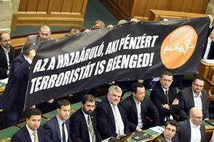 Les députés Jobbik avaient conditionné leur soutien à la suppression d'un régime qui ouvre le droit à un permis de cinq ans de résidence aux étrangers achetant des obligations d'État à hauteur de 300.000 euros.