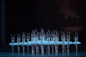 La magie du Lac desCygnes, dans lachorégraphie deNoureev, àl'Opéra Bastille.