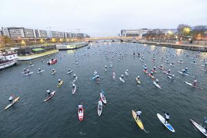 Course de paddle sur la Seine (Raoul Dobremel)