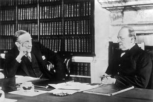 Stanley Baldwin (à gauche) avec Winston Churchill, chancelier de l'Échiquier, vers 1925.