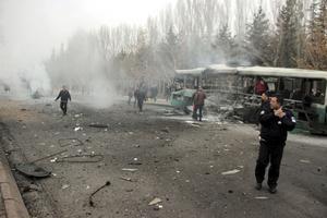 Le bus se trouvait alors près du campus de l'université d'Erciyes à Kayseri, rapporte la chaîne de télévision NTV.
