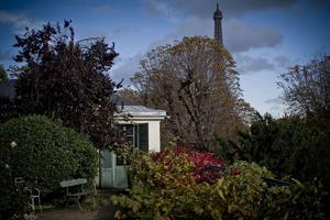 Face à la tour Eiffel, la maison de Balzac.