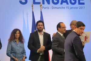Houda Benyamina lors de la remise de son prix La France s'engage par François Hollande (crédits Caroline de Malet).