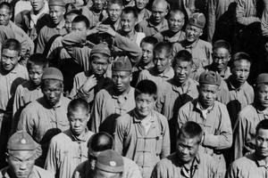 140.000 Chinois sont recrutés par les gouvernements français et britannique pendant la Grande Guerre.