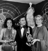 Les premiers César en 1976: Diana Ross, Jean Claude Brialy et Ingrid Bergman le 3 avril 1976.