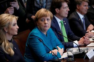 Ivanka Trump lors d'une table ronde au côté d'Angela Merkel, vendredi.