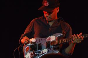 Tom Morello guitariste en charge du solo
