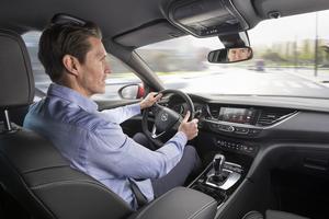 La qualité des sièges avant, dont la largeur peut se régler électriquement, fait partie des points forts du véhicule.