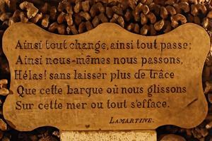 Catacombes de Paris: texte du poète Alphonse de Lamartine.