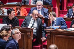 Jean-Yves Le Drian et Emmanuel Macron, à l'Assemblée nationale.