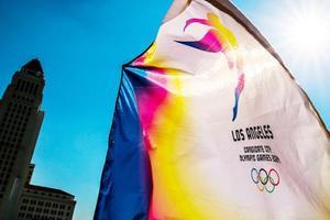 Un drapeau conçu spécialement pour la candidature de LA 2024