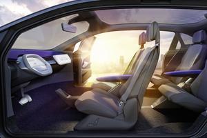 En mode autonome, le volant peut s'escamoter dans la planche de bord.