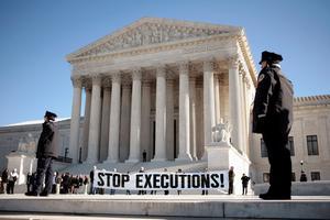 Les abolitionnistes manifestent régulièrement, comme le 17 janvier devant la Cour suprême.