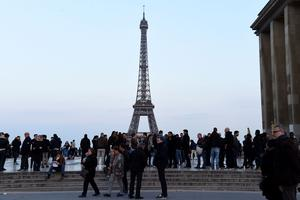 Des dizaines de policiers rassemblés sur place du Trocadéro.