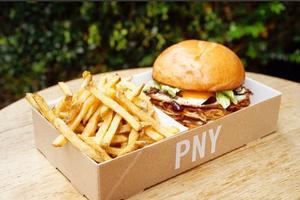 Le burger végétarien «Egg Slut» réalisé pour Ground Control par Paris New York.