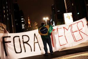 Des dizaines de Brésiliens sont descendus après les révélations de O Globo.