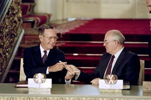 George Bush et Mikhaïl Gorbatchev après la signature de Start I le 31 juillet 1991 à Moscou.