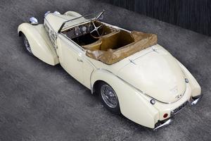 bugatti 57c cabriolet la patine de l 39 authenticit. Black Bedroom Furniture Sets. Home Design Ideas