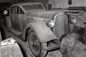 La Voisin remisée dans les années 1960 dans la garage Dreye.