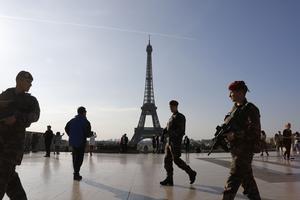 L'agresseur, qui a tenté le 5 août de forcer un couteau à la main un des contrôles de sécurité de la tour Eiffel, a affirmé «qu'il voulait commettre un attentat contre un militaire.