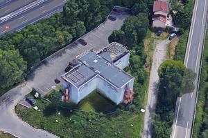 L'ex-hôtel F1 de Chasse-sur-Rhône est situé en bordure d'autoroute.