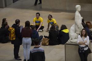 De jeunes conférenciers renseignent les participants. © Sophie Boegly