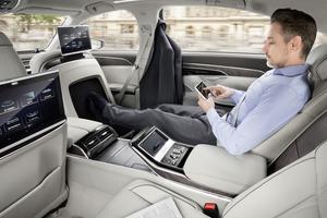 L'A8 inaugure un système de massage des pieds réservé au passager arrière droit de la version longue.
