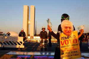 Des opposants au président Temer manifestent devant le Parlement brésilien. Sergio Lima / AFP