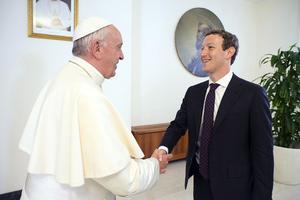 Le jeune génie de l'informatique est reçu et écouté par les plus grands de ce monde, notamment le Pape en 2016.