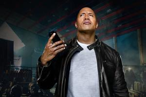 The Rock, dans un film promotionnel d'Apple pour Siri.