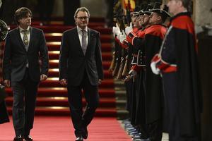 En janvier 2016, Carles Puigdemont et Arthur Mas lors de la passation de pouvoir. Josep Lago / AFP
