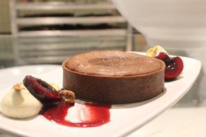 Tarte fondante au chocolat, l'un des desserts proposés au menu de Tuck Shop.